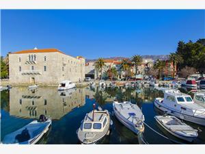 Ferienwohnung Marija Kastel Luksic, Größe 90,00 m2, Luftlinie bis zum Meer 100 m, Entfernung vom Ortszentrum (Luftlinie) 20 m