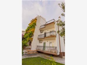 Апартаменты Filip Podstrana, квадратура 30,00 m2, Воздуха удалённость от моря 100 m, Воздух расстояние до центра города 400 m