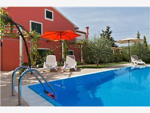 Vila Luna Hrvatska, Kvadratura 150,00 m2, Smještaj s bazenom, Zračna udaljenost od mora 20 m