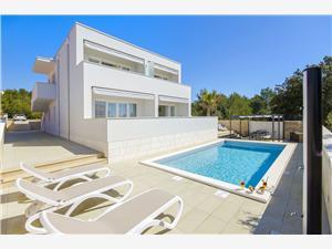 Apartmaji Villa V Vir - otok Vir, Kvadratura 150,00 m2, Namestitev z bazenom, Oddaljenost od morja 250 m