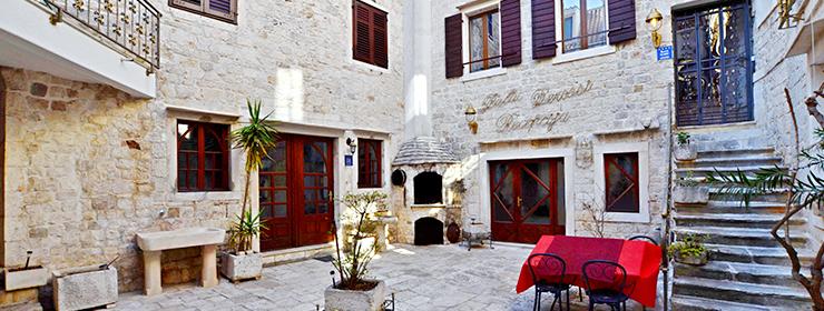 Palace Derossi