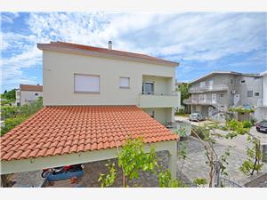 Апартамент Mare Srima (Vodice), квадратура 40,00 m2, Воздуха удалённость от моря 170 m, Воздух расстояние до центра города 400 m