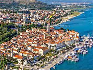 Ferienwohnung Melina Trogir, Größe 100,00 m2, Luftlinie bis zum Meer 150 m, Entfernung vom Ortszentrum (Luftlinie) 300 m