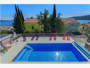 Vila Mateo Hrvatska, Kvadratura 150,00 m2, Smještaj s bazenom, Zračna udaljenost od mora 25 m