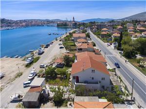 Apartamenty Branka Trogir, Powierzchnia 70,00 m2, Odległość do morze mierzona drogą powietrzną wynosi 100 m, Odległość od centrum miasta, przez powietrze jest mierzona 300 m