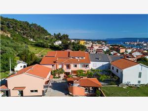 Appartements Darko Palit - île de Rab, Superficie 40,00 m2, Distance (vol d'oiseau) jusqu'au centre ville 300 m