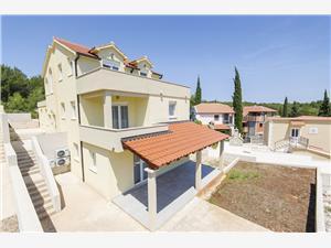 Apartmány Zdenka , Prostor 55,00 m2, Vzdušní vzdálenost od moře 120 m