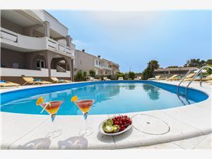 Apartmanok Dorotea Észak-Dalmácia szigetei, Méret 40,00 m2, Szállás medencével, Központtól való távolság 900 m