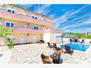Apartmány Adria , Prostor 35,00 m2, Soukromé ubytování s bazénem, Vzdušní vzdálenost od moře 200 m