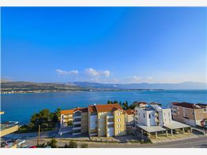 Apartman Anka Trogir, Kvadratura 72,00 m2, Zračna udaljenost od mora 30 m
