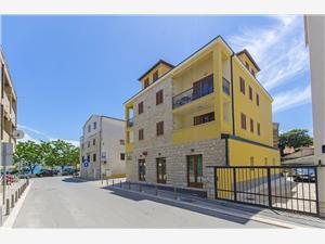 Apartamenty Blaženka Kastel Stari, Powierzchnia 50,00 m2, Odległość do morze mierzona drogą powietrzną wynosi 30 m, Odległość od centrum miasta, przez powietrze jest mierzona 10 m