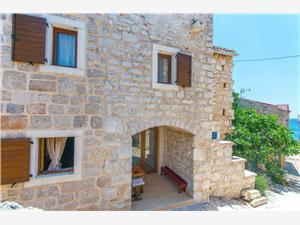 Kuća za odmor Stone house island Prvić Hrvatska, Kamena kuća, Kvadratura 90,00 m2, Zračna udaljenost od mora 30 m