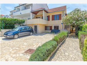 Appartement Renata Sutivan - île de Brac, Superficie 64,00 m2, Distance (vol d'oiseau) jusque la mer 15 m, Distance (vol d'oiseau) jusqu'au centre ville 400 m