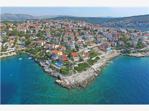 Appartementen Sanja Okrug Gornji (Ciovo), Kwadratuur 65,00 m2, Lucht afstand tot de zee 49 m