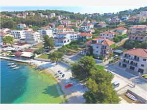 Ferienwohnungen Mira Trogir, Größe 85,00 m2, Luftlinie bis zum Meer 10 m