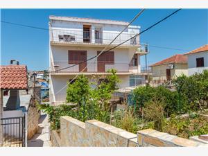 Apartman Neda Rogoznica, Kvadratura 40,00 m2, Zračna udaljenost od mora 150 m, Zračna udaljenost od centra mjesta 200 m