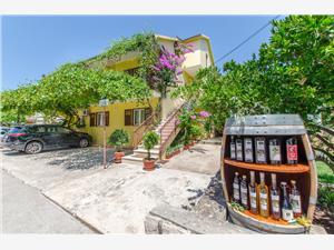 Apartmanok és Szobák Anita Vrboska - Hvar sziget, Méret 50,00 m2, Központtól való távolság 100 m