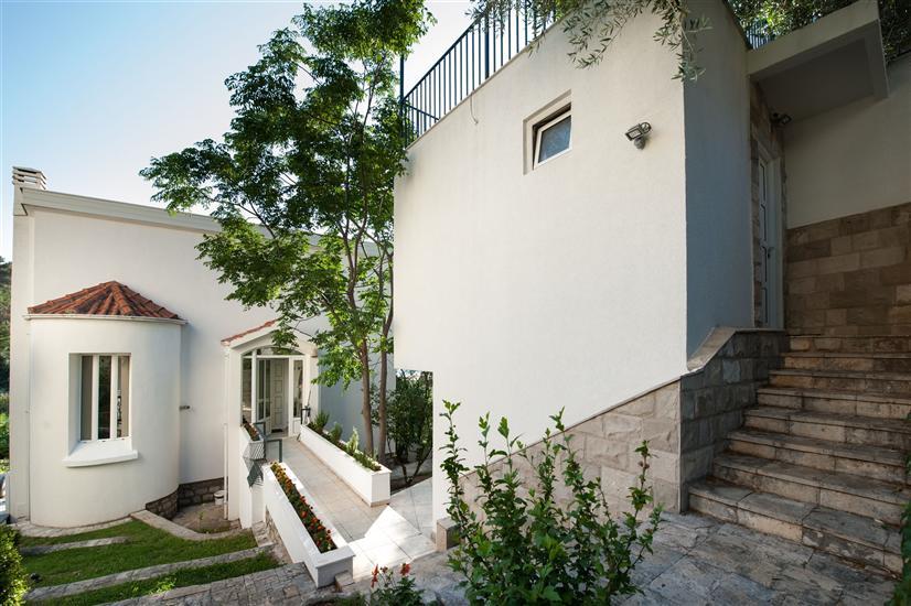 Apartments Sveti Stefan