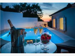 Haus Andrej Nerezisce - Insel Brac, Größe 120,00 m2, Privatunterkunft mit Pool, Entfernung vom Ortszentrum (Luftlinie) 300 m