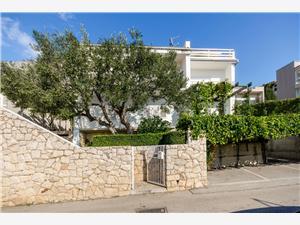 Apartment Sreta Omis, Size 36.00 m2, Airline distance to town centre 600 m