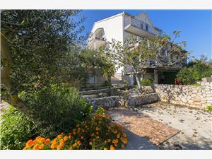 Apartman Észak-Dalmácia szigetei,Foglaljon Irena From 22935 Ft