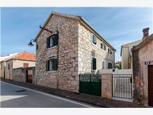 Apartmaji Renata Primosten, Kamniti hiši, Kvadratura 45,00 m2, Oddaljenost od morja 200 m