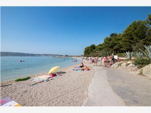 Appartementen Jastad Split en Trogir Riviera, Kwadratuur 30,00 m2, Lucht afstand tot de zee 200 m