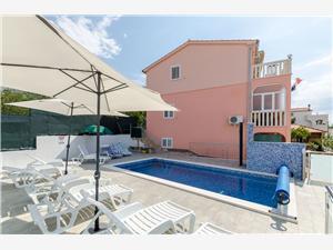 Apartmani Ljubica Rogoznica, Kvadratura 45,00 m2, Smještaj s bazenom, Zračna udaljenost od centra mjesta 200 m