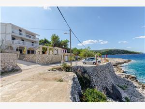 Apartmán Barba Rogac - ostrov Solta, Rozloha 82,00 m2, Vzdušná vzdialenosť od mora 20 m, Vzdušná vzdialenosť od centra miesta 800 m