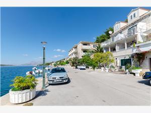 Apartamenty Djurdjica Povlja - wyspa Brac, Powierzchnia 25,00 m2, Odległość do morze mierzona drogą powietrzną wynosi 50 m, Odległość od centrum miasta, przez powietrze jest mierzona 100 m