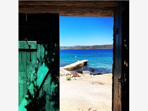 Maison Mislav II Les iles de la Dalmatie centrale, Superficie 26,00 m2, Distance (vol d'oiseau) jusque la mer 10 m, Distance (vol d'oiseau) jusqu'au centre ville 300 m