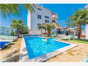 Appartementen Tomislav Sukosan (Zadar), Kwadratuur 46,00 m2, Accommodatie met zwembad, Lucht afstand naar het centrum 300 m