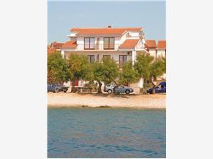 Appartementen Ivana Primosten, Kwadratuur 55,00 m2, Lucht afstand tot de zee 30 m, Lucht afstand naar het centrum 400 m