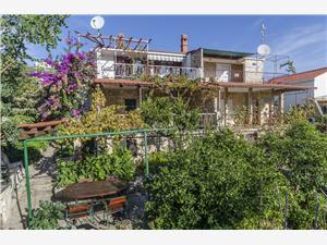 Ubytovanie pri mori Nikica Marina,Rezervujte Ubytovanie pri mori Nikica Od 108 €