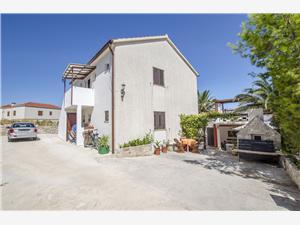 Appartementen Jozsef Splitska - eiland Brac, Kwadratuur 38,00 m2, Lucht afstand tot de zee 250 m, Lucht afstand naar het centrum 300 m