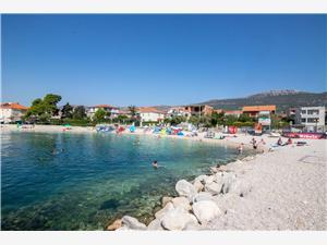 Ferienwohnungen Petar Kastel Stari, Größe 82,00 m2, Luftlinie bis zum Meer 50 m, Entfernung vom Ortszentrum (Luftlinie) 300 m