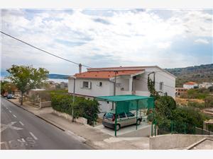 Ferienwohnungen Nađa Slatine (Ciovo), Größe 70,00 m2, Luftlinie bis zum Meer 201 m, Entfernung vom Ortszentrum (Luftlinie) 150 m