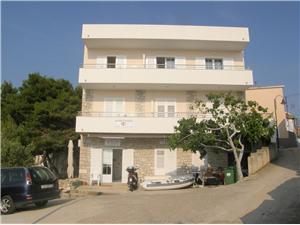 Апартаменты Brico Primosten, квадратура 50,00 m2, Воздуха удалённость от моря 30 m, Воздух расстояние до центра города 140 m