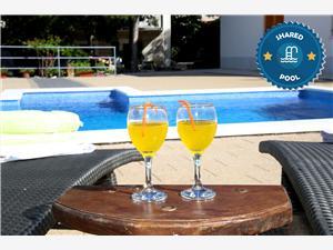 Alloggi con piscina Riviera di Spalato e Trogir (Traù),Prenoti Ante Da 86 €
