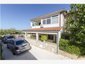 Apartamenty Denis Supetar - wyspa Brac, Powierzchnia 30,00 m2, Odległość od centrum miasta, przez powietrze jest mierzona 400 m