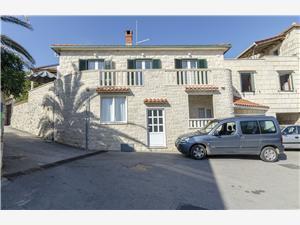 Апартаменты Mare Postira - ostrov Brac, квадратура 60,00 m2, Воздуха удалённость от моря 20 m, Воздух расстояние до центра города 100 m