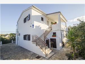 Apartmani Zdenko , Kvadratura 24,00 m2, Zračna udaljenost od mora 200 m, Zračna udaljenost od centra mjesta 400 m