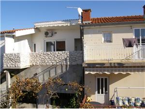 Apartmány Beba Primosten, Prostor 40,00 m2, Vzdušní vzdálenost od centra místa 150 m