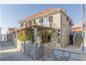 Appartements Ljiljana Postira - île de Brac, Superficie 77,00 m2, Distance (vol d'oiseau) jusque la mer 50 m, Distance (vol d'oiseau) jusqu'au centre ville 50 m