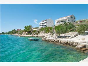 Lägenheter Ante Vlasici - ön Pag, Storlek 45,00 m2, Luftavstånd till havet 30 m