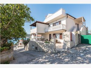 Appartementen Snježana , Kwadratuur 100,00 m2, Lucht afstand tot de zee 80 m, Lucht afstand naar het centrum 300 m