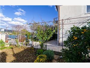 Beachfront accommodation Split and Trogir riviera,Book Vinko From 127 €