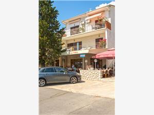 Apartmani Branko Jadranovo (Crikvenica), Kvadratura 70,00 m2, Zračna udaljenost od mora 200 m, Zračna udaljenost od centra mjesta 300 m