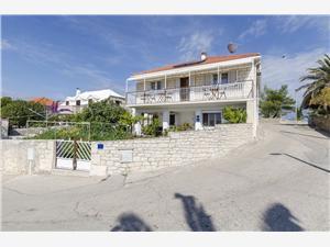 Апартамент Jaka Sumartin - ostrov Brac, квадратура 120,00 m2, Воздуха удалённость от моря 250 m, Воздух расстояние до центра города 300 m