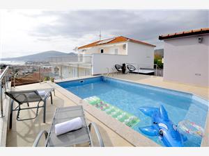 Vila Marina Trogir, Prostor 200,00 m2, Soukromé ubytování s bazénem, Vzdušní vzdálenost od centra místa 900 m